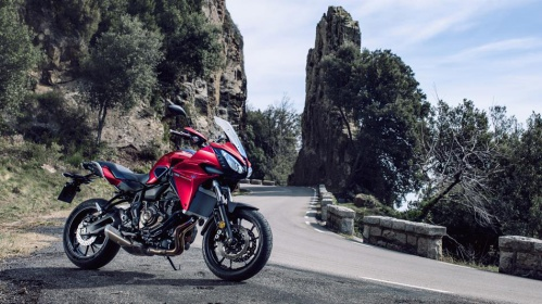 2016-Yamaha-MT07TR-EU-Radical-Red-Static-004