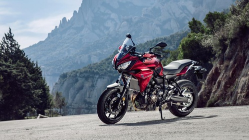 2016-Yamaha-MT07TR-EU-Radical-Red-Static-006