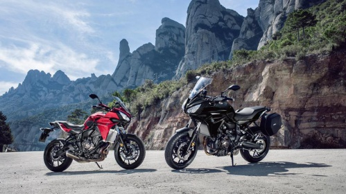 2016-Yamaha-MT07TR-EU-Radical-Red-Static-010